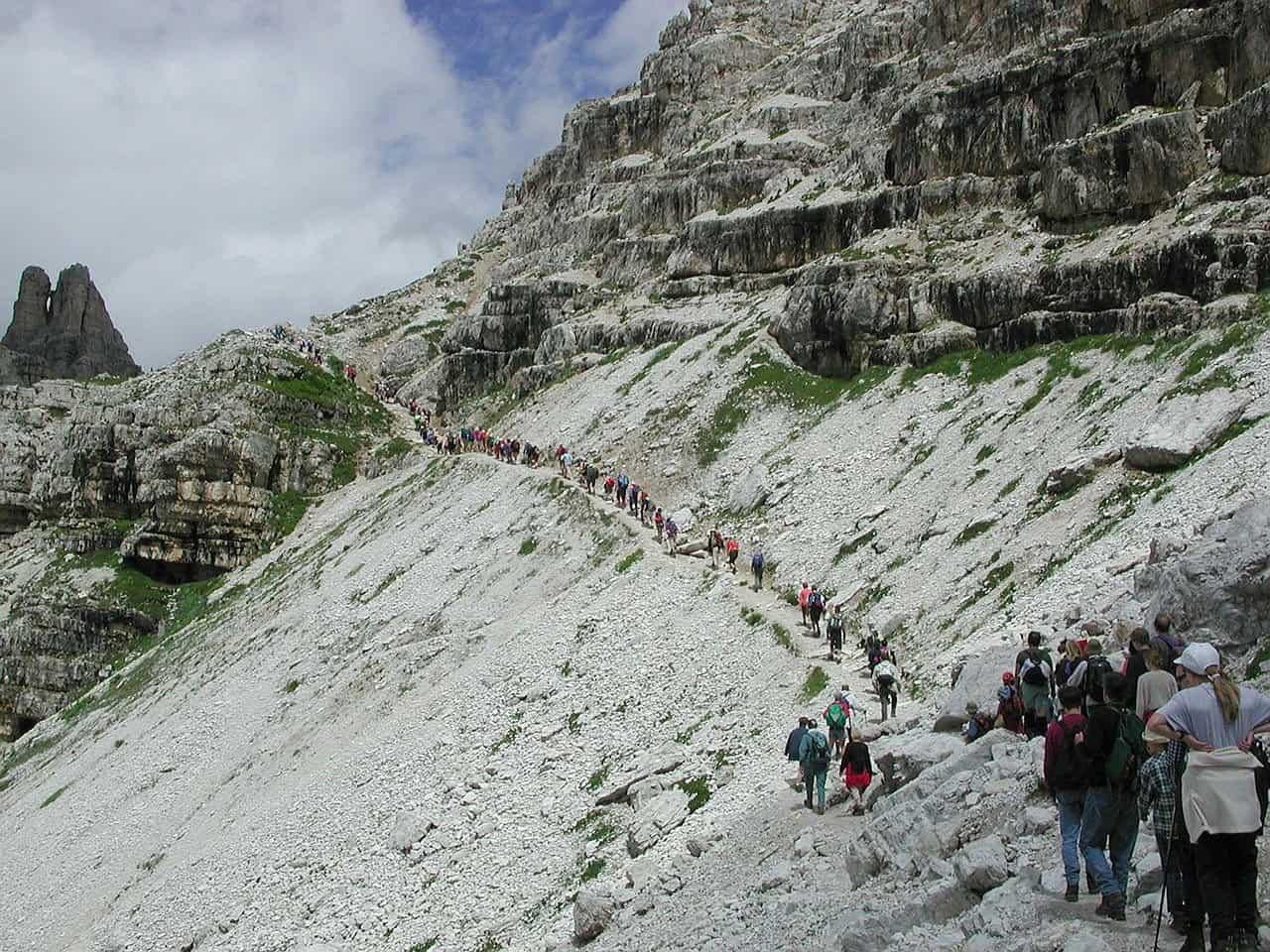 crowded hiking trail